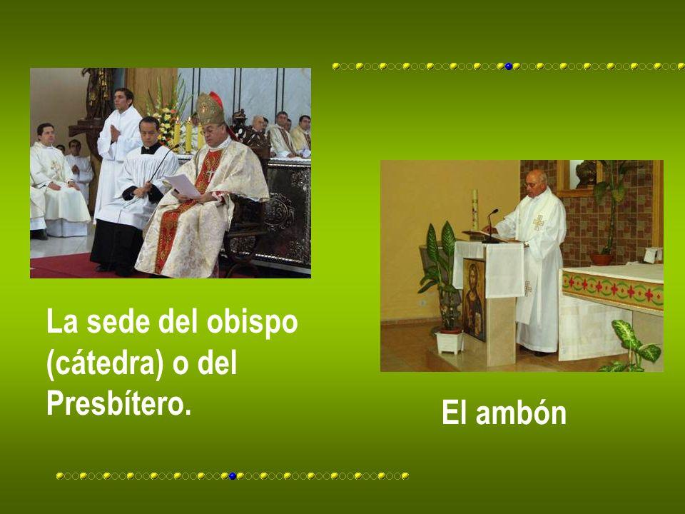 La sede del obispo (cátedra) o del Presbítero. El ambón