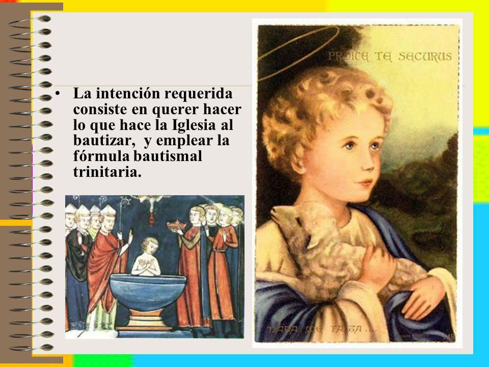 La intención requerida consiste en querer hacer lo que hace la Iglesia al bautizar, y emplear la fórmula bautismal trinitaria.