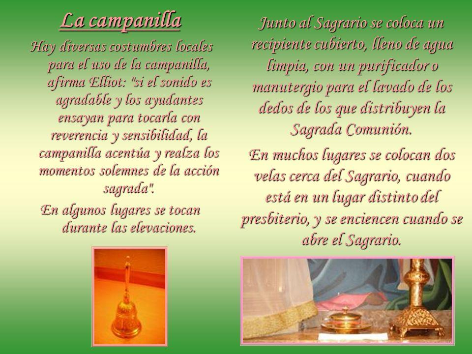 Para llevar la Comunión a los enfermos se usa la píxide, el Portaviático. El sacerdote la coloca en una bolsa de seda con un cordón que se cuelga del