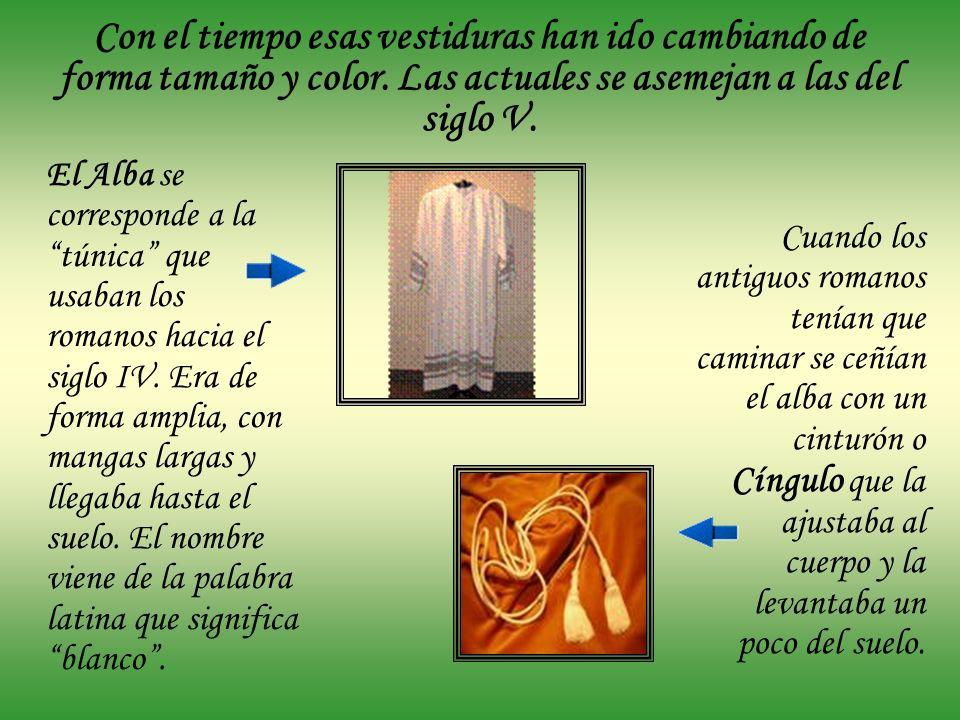 Ornamentos principales Los ornamentos principales son: el alba, la estola y la casulla. La casulla es la vestidura propia del sacerdote que celebra la