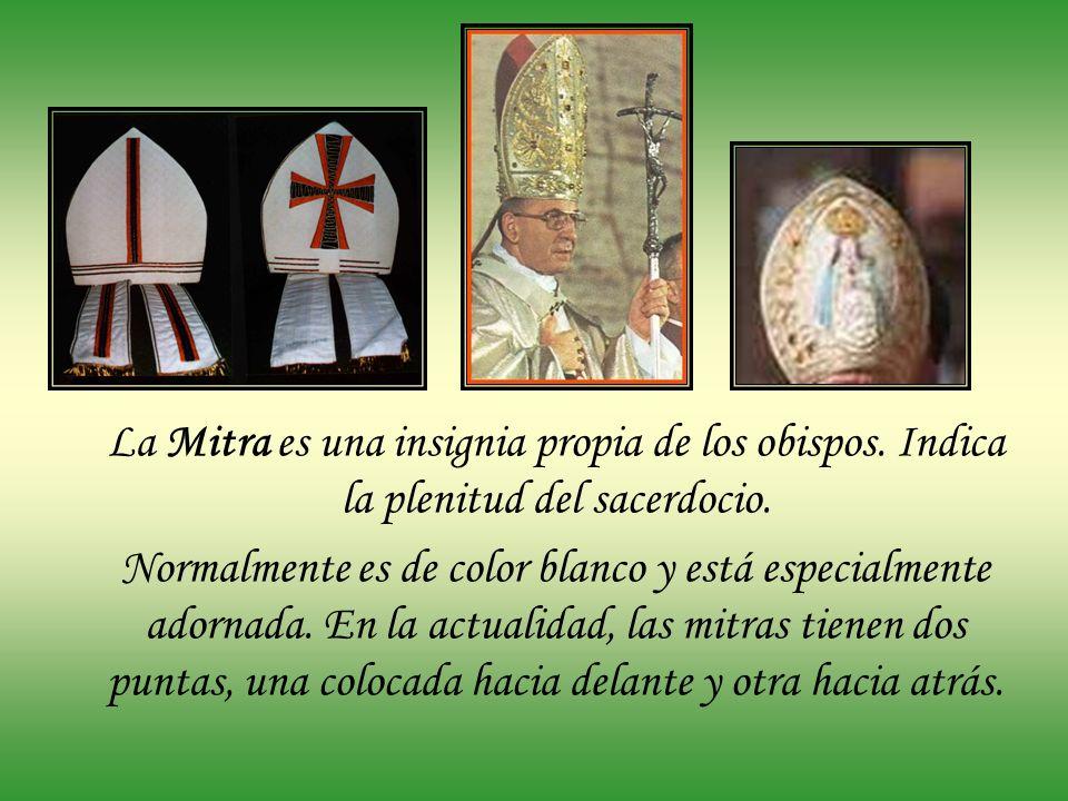 Para las procesiones con el Santísimo y la Bendición eucarística, tanto si se hace con el copón como cuando se hace con la custodia, el sacerdote (o e