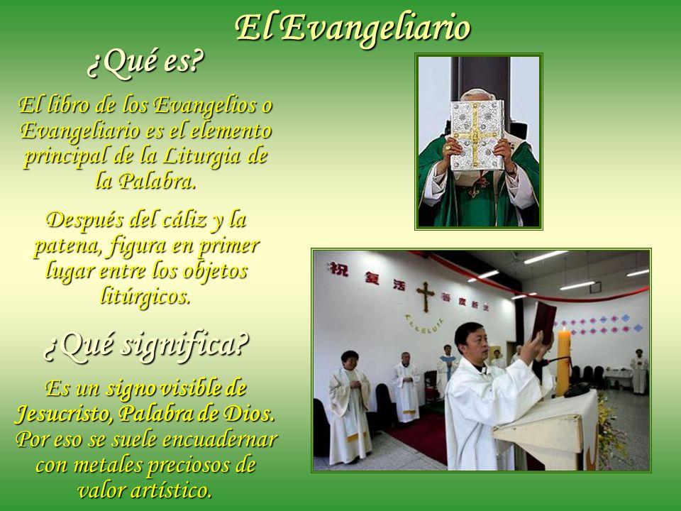 El Evangeliario y objetos litúrgicos para el ornato del altar: el Mantel, la Cruz, los candeleros y velas, las flores, el atril de altar.