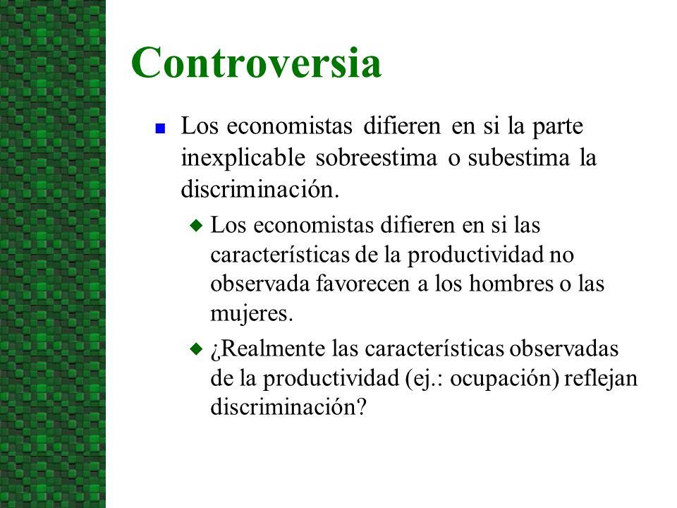 n Los economistas difieren en si la parte inexplicable sobreestima o subestima la discriminación. u Los economistas difieren en si las características