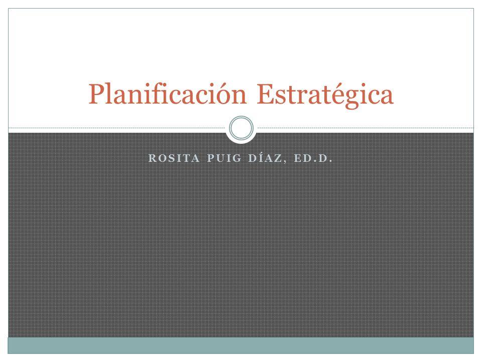 Definiciones El Diccionario de la Real Academia Española, en su edición del 2001 define lo siguiente: Planificar - es el acto de hacer plan o proyecto de una acción Estrategia – es el acto de trazar operaciones para dirigir un asunto