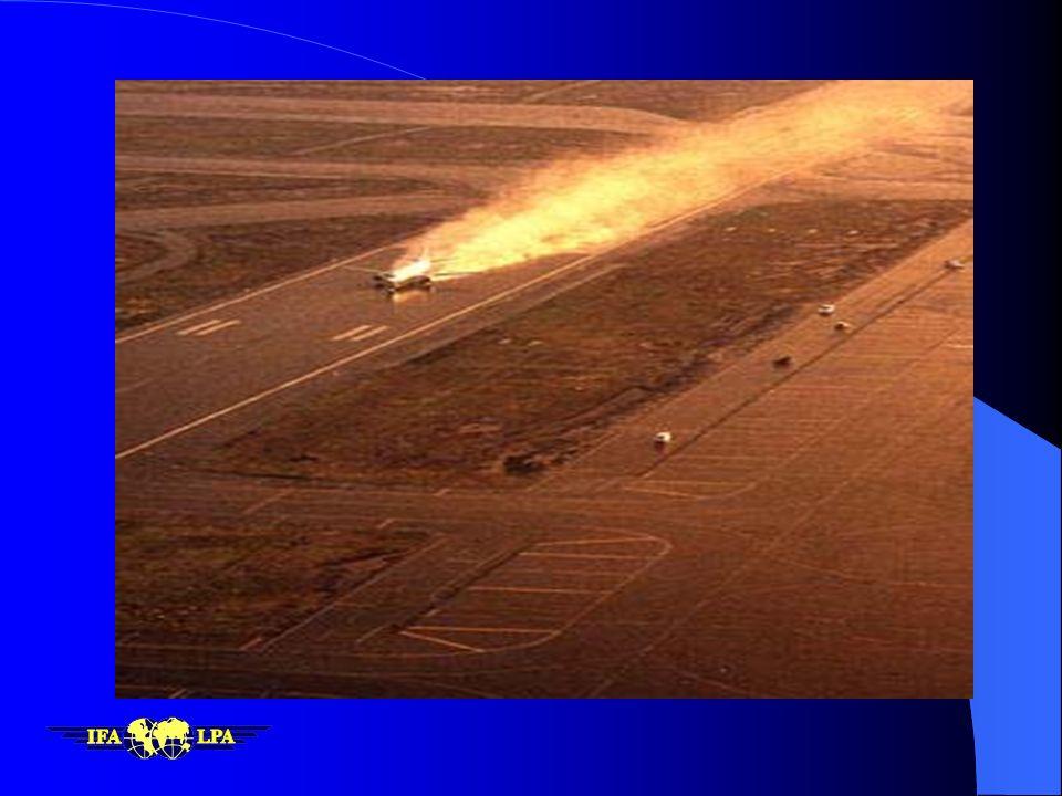 TWR : Autorizado a aterrizar pista 13 viento 240 con 15 pista mojada enfrenamiento pobre al final y cizalleo reportado en final Enterado... proseguimo