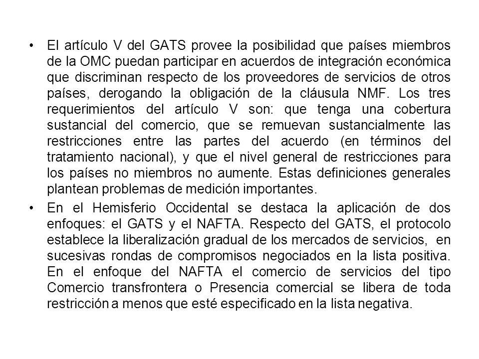 El artículo V del GATS provee la posibilidad que países miembros de la OMC puedan participar en acuerdos de integración económica que discriminan respecto de los proveedores de servicios de otros países, derogando la obligación de la cláusula NMF.