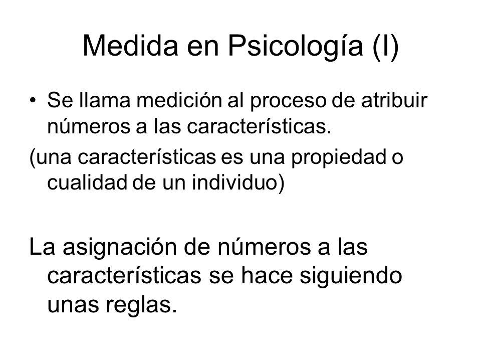 Medida en Psicología (I) Se llama medición al proceso de atribuir números a las características. (una características es una propiedad o cualidad de u