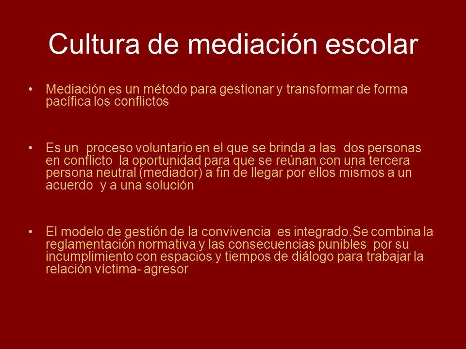 Cultura de mediación escolar Mediación es un método para gestionar y transformar de forma pacífica los conflictos Es un proceso voluntario en el que s