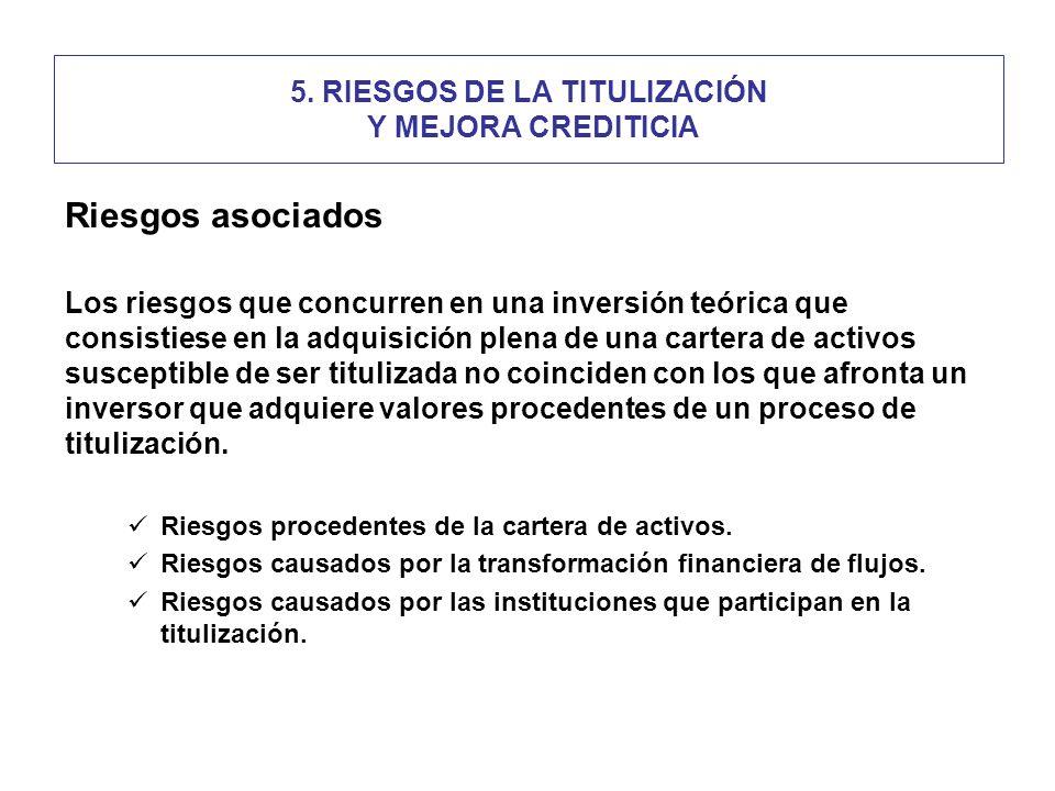 5. RIESGOS DE LA TITULIZACIÓN Y MEJORA CREDITICIA Riesgos asociados Los riesgos que concurren en una inversión teórica que consistiese en la adquisici