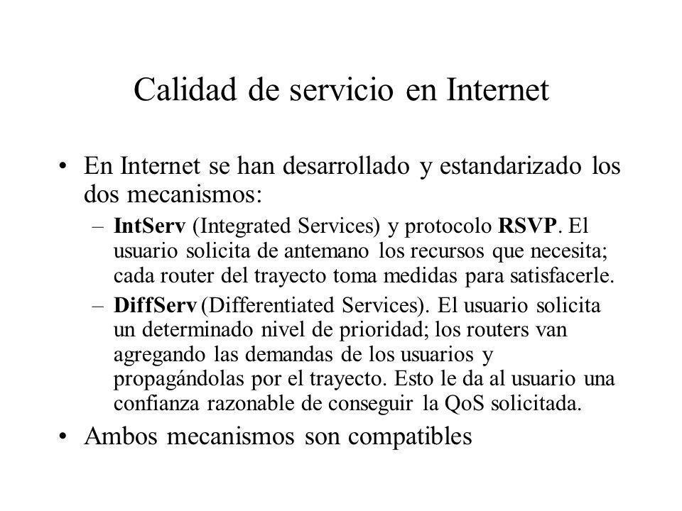 Calidad de servicio en Internet En Internet se han desarrollado y estandarizado los dos mecanismos: –IntServ (Integrated Services) y protocolo RSVP. E