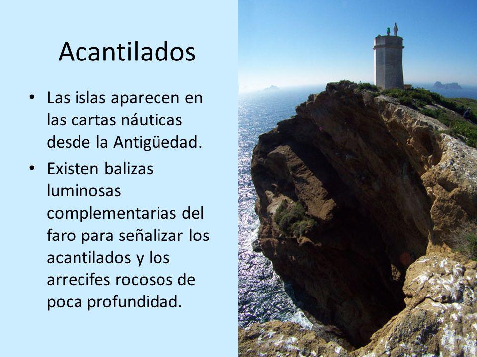 Acantilados Las islas aparecen en las cartas náuticas desde la Antigüedad. Existen balizas luminosas complementarias del faro para señalizar los acant