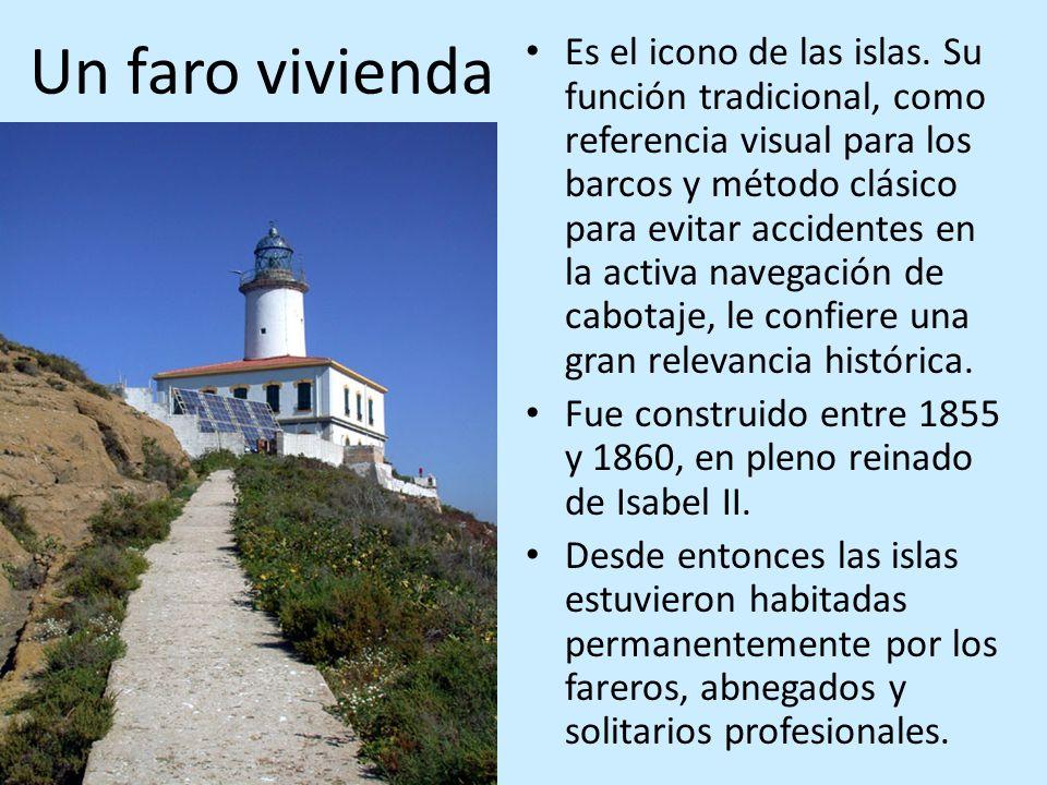 Un faro vivienda Es el icono de las islas. Su función tradicional, como referencia visual para los barcos y método clásico para evitar accidentes en l