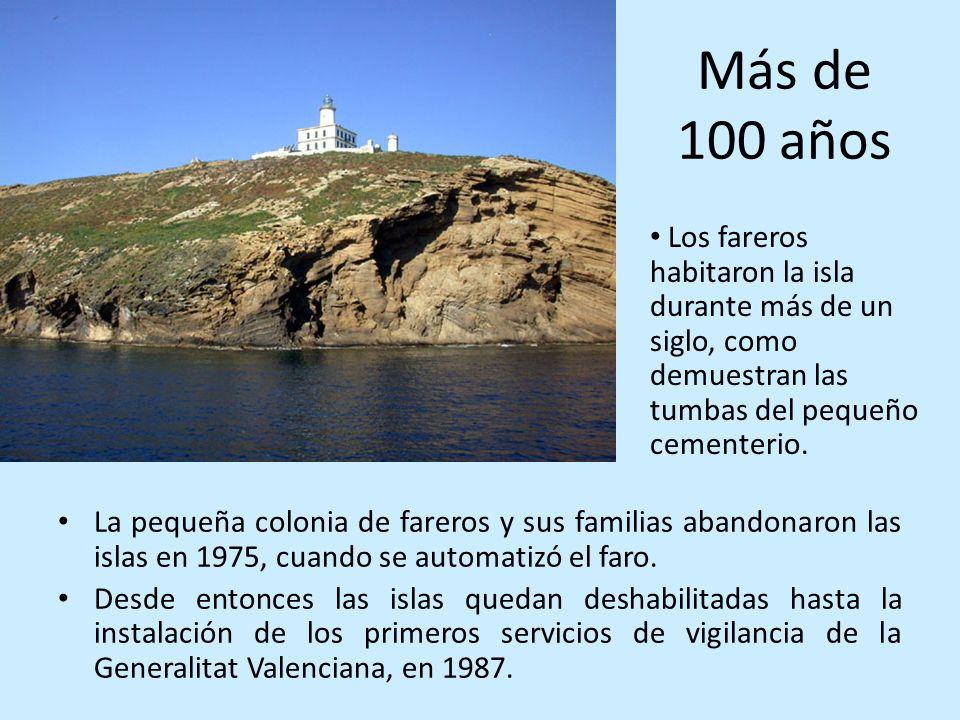 Más de 100 años La pequeña colonia de fareros y sus familias abandonaron las islas en 1975, cuando se automatizó el faro. Desde entonces las islas que