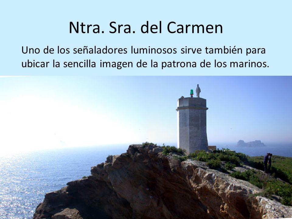 Ntra. Sra. del Carmen Uno de los señaladores luminosos sirve también para ubicar la sencilla imagen de la patrona de los marinos.