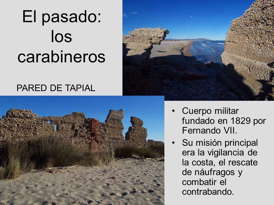 El pasado: los carabineros Cuerpo militar fundado en 1829 por Fernando VII. Su misión principal era la vigilancia de la costa, el rescate de náufragos