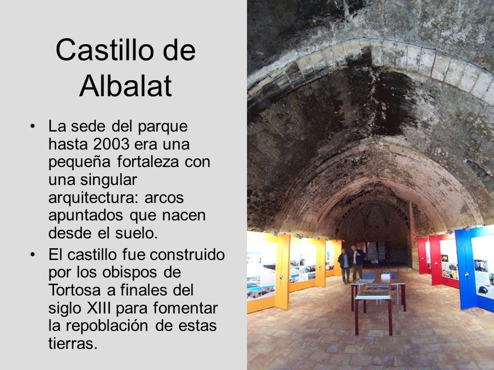 Castillo de Albalat La sede del parque hasta 2003 era una pequeña fortaleza con una singular arquitectura: arcos apuntados que nacen desde el suelo. E