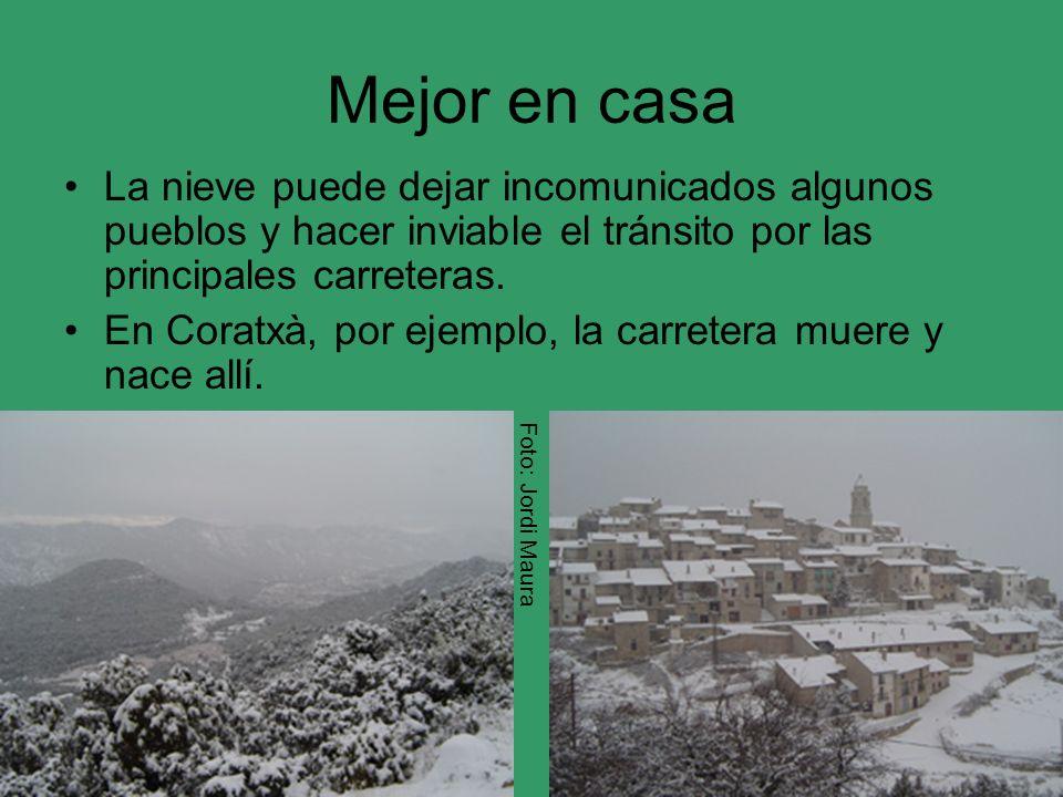 Mejor en casa La nieve puede dejar incomunicados algunos pueblos y hacer inviable el tránsito por las principales carreteras. En Coratxà, por ejemplo,