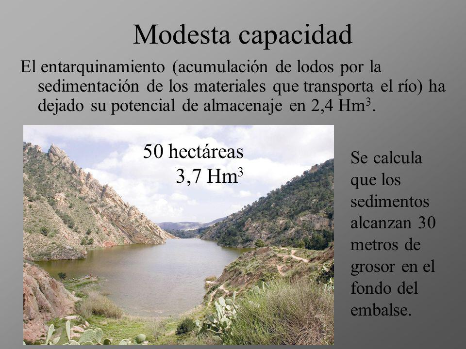 Apenas se verifica el paso de la más mínima porción de agua es temeridad mantenerse en el cauce del barranco porque las aguas, con su gran peso y empu