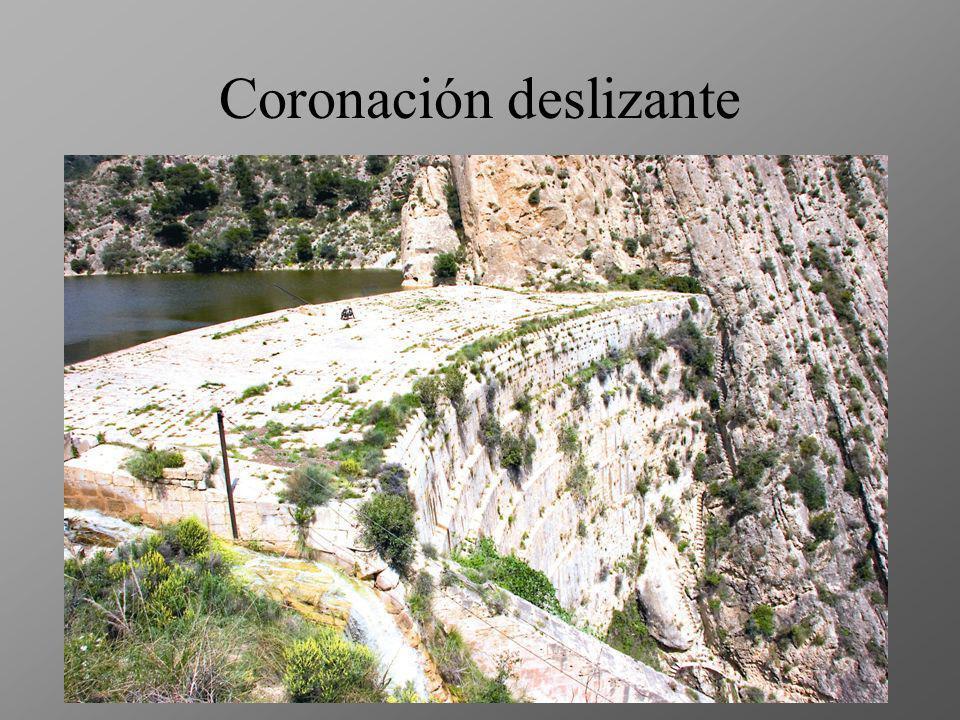 Modesta capacidad El entarquinamiento (acumulación de lodos por la sedimentación de los materiales que transporta el río) ha dejado su potencial de al