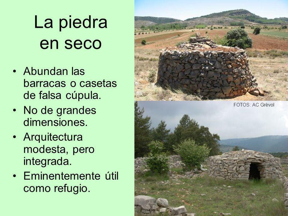 La piedra en seco Abundan las barracas o casetas de falsa cúpula. No de grandes dimensiones. Arquitectura modesta, pero integrada. Eminentemente útil