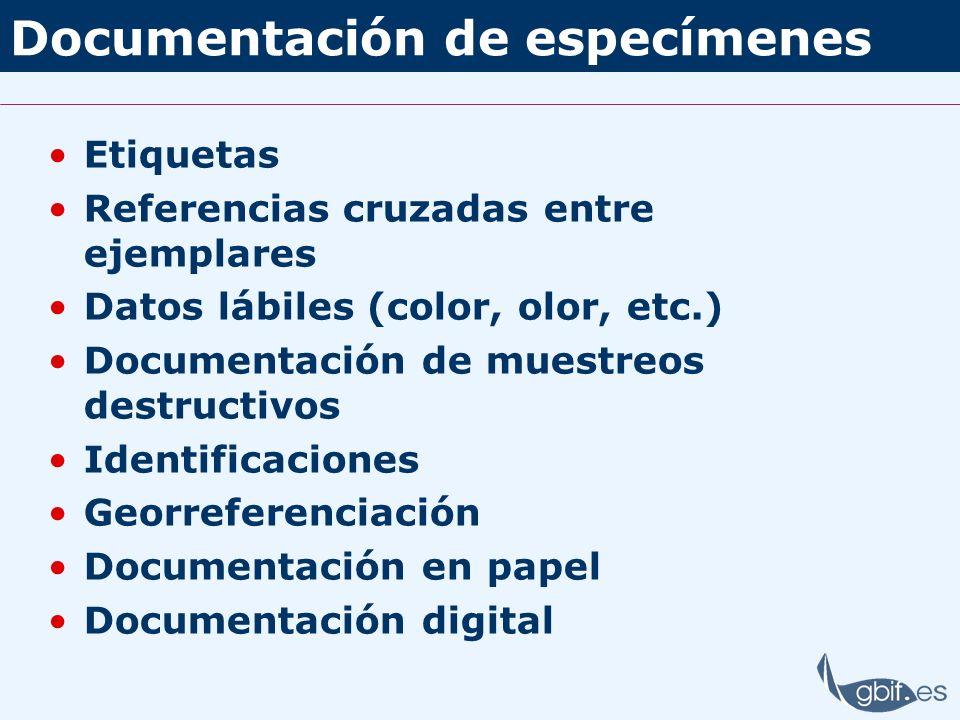 Documentación de especímenes Etiquetas Referencias cruzadas entre ejemplares Datos lábiles (color, olor, etc.) Documentación de muestreos destructivos