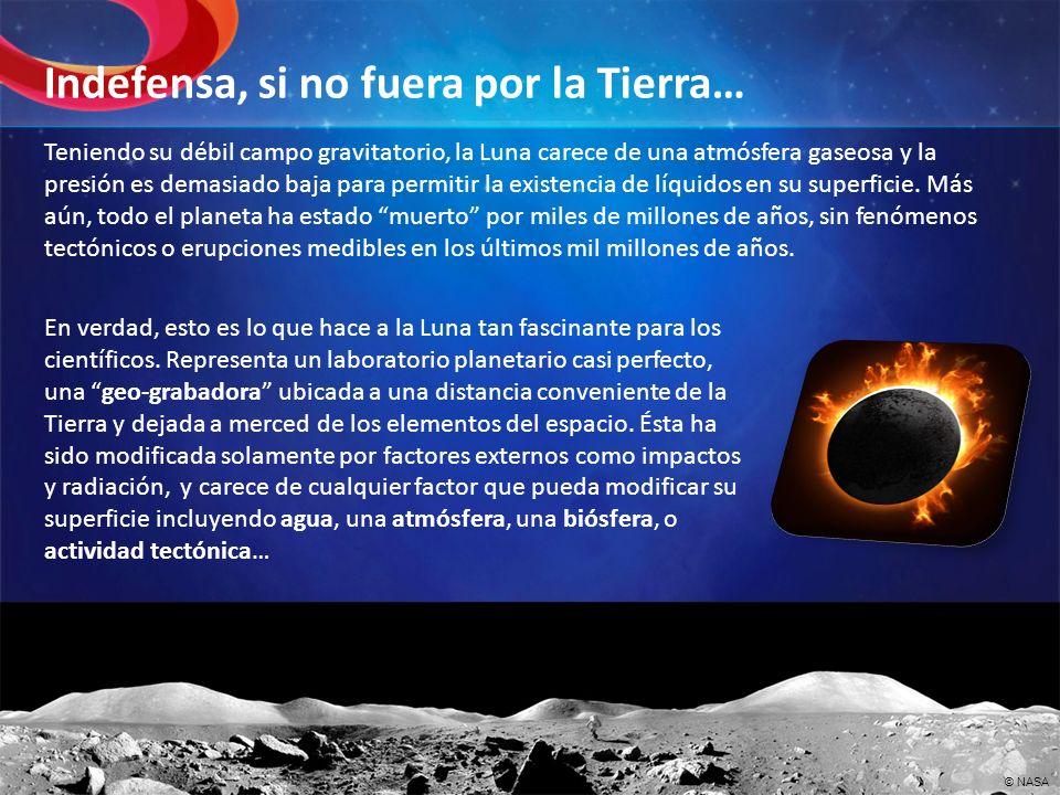 Teniendo su débil campo gravitatorio, la Luna carece de una atmósfera gaseosa y la presión es demasiado baja para permitir la existencia de líquidos e