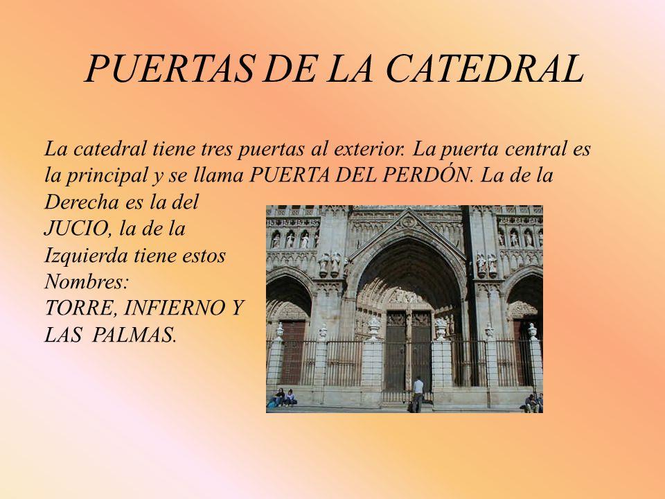 PUERTAS DE LA CATEDRAL La catedral tiene tres puertas al exterior. La puerta central es la principal y se llama PUERTA DEL PERDÓN. La de la Derecha es