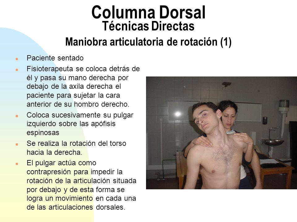 Columna Dorsal Técnicas Directas Maniobra articulatoria de rotación (1) n Paciente sentado n Fisioterapeuta se coloca detrás de él y pasa su mano dere