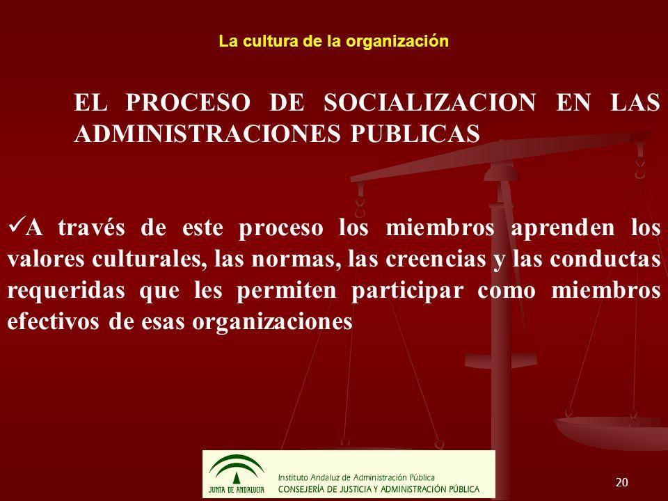 20 La cultura de la organización EL PROCESO DE SOCIALIZACION EN LAS ADMINISTRACIONES PUBLICAS A través de este proceso los miembros aprenden los valor