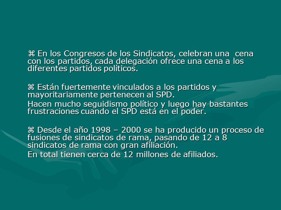 En los Congresos de los Sindicatos, celebran una cena con los partidos, cada delegación ofrece una cena a los diferentes partidos políticos. En los Co