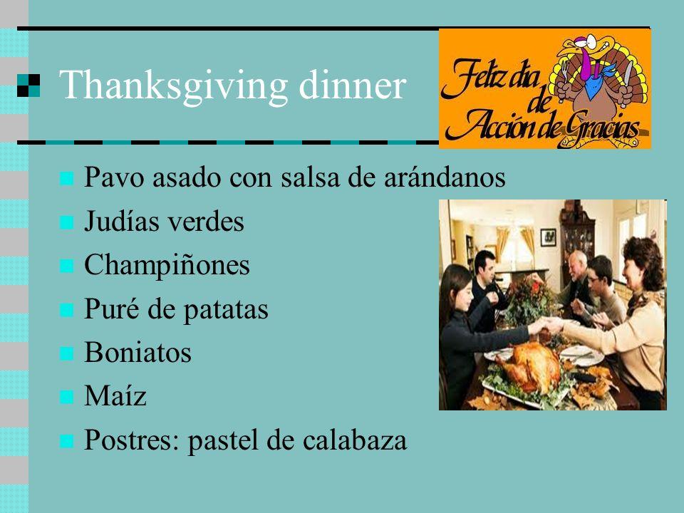 Thanksgiving dinner Pavo asado con salsa de arándanos Judías verdes Champiñones Puré de patatas Boniatos Maíz Postres: pastel de calabaza