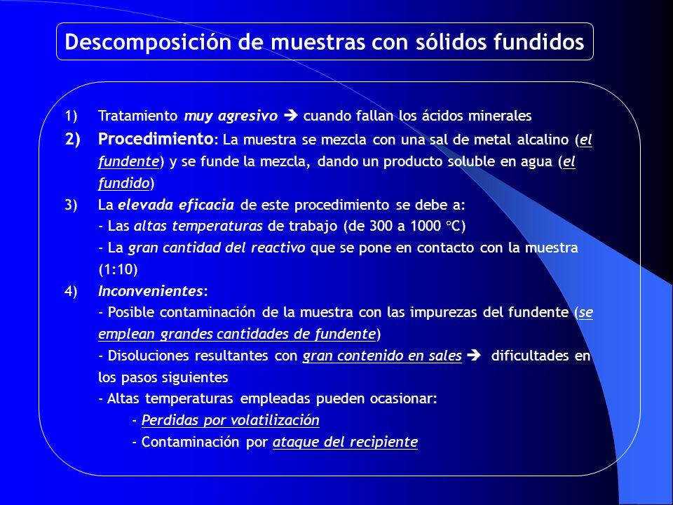 Descomposición de muestras con sólidos fundidos 1)Tratamiento muy agresivo cuando fallan los ácidos minerales 2)Procedimiento : La muestra se mezcla c