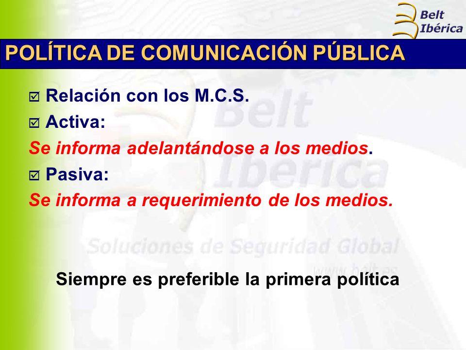 POLÍTICA DE COMUNICACIÓN PÚBLICA Relación con los M.C.S. Activa: Se informa adelantándose a los medios. Pasiva: Se informa a requerimiento de los medi