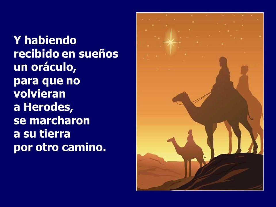 Entraron en la casa, vieron al niño con María, su madre, y cayendo de rodillas lo adoraron; después, abriendo sus cofres, le ofrecieron regalos : oro,