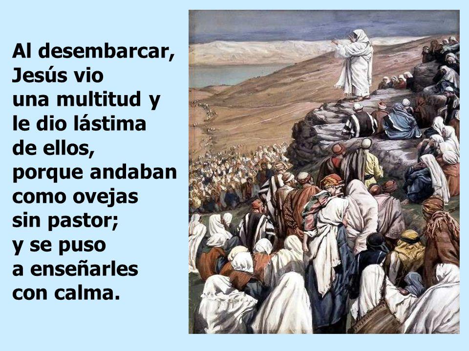Muchos los vieron marcharse y los reconocieron; entonces de todas las aldeas fueron corriendo por tierra a aquel sitio y se les adelantaron.