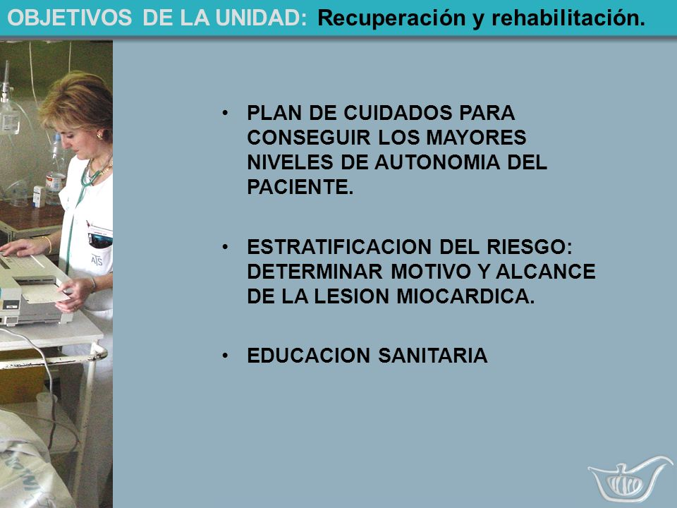 PLAN DE CUIDADOS: Dolor precordial SINTOMASACTUACION DOLOR OPRESOR Y RETROESTERNAL IRRADIACION CUELLO, MANDIBULA, ESPALDA, BRAZO PUEDE IR ACOMPAÑADO DE NAUSEAS, VOMITOS Y SUDORACION 1º ECG 2º TENSION.ARTERIAL 3º CAFINITRINA (PUEDE DARSE HASTA TRES)