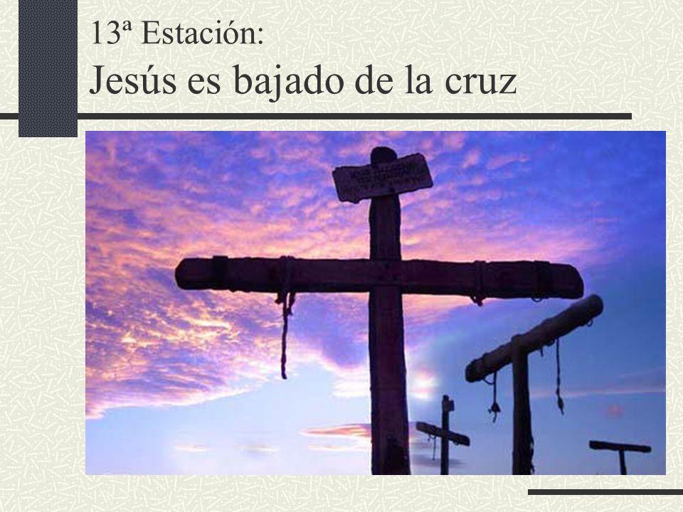 13ª Estación: Jesús es bajado de la cruz