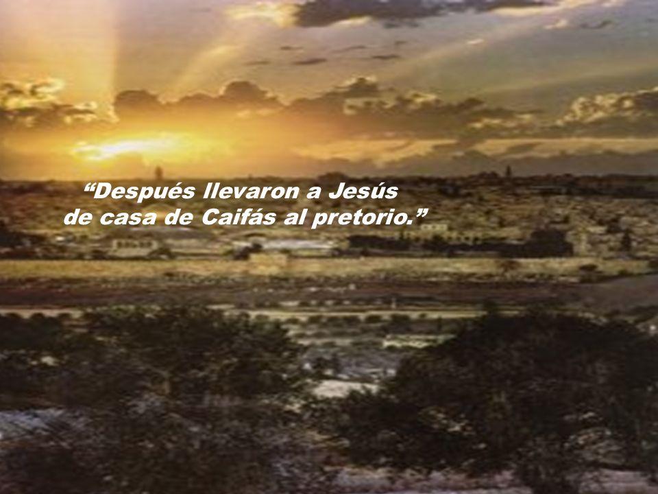 Después llevaron a Jesús de casa de Caifás al pretorio.