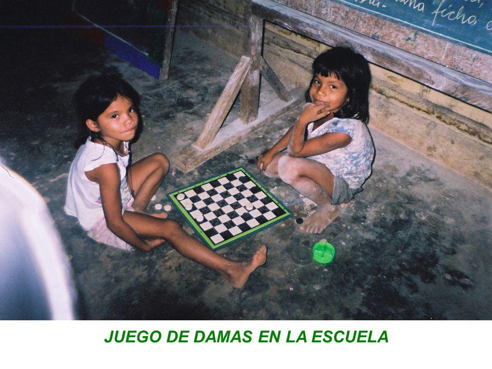 JUEGO DE DAMAS EN LA ESCUELA