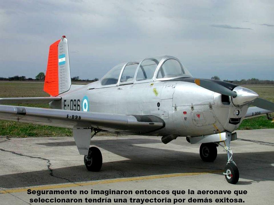 Cuando promediaba la década del '50, las máximas autoridades de la aeronáutica militar Argentina decidieron reemplazar los aviones Fiat y Percival que