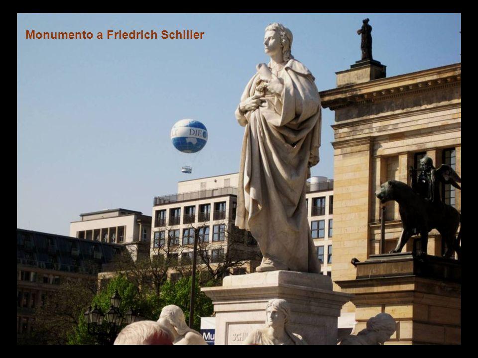 Konzerthaus sede de la Orquesta Sinfónica de Berlín Deutscher Dom (Iglesia Alemana),
