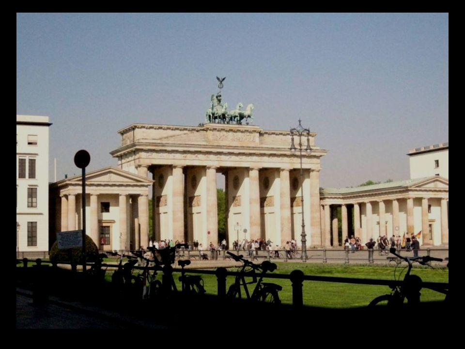 la Torre Fernsehturm es el segundo icono de Berlín.