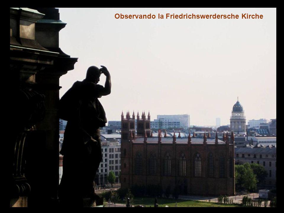 Y ahora vistas de la ciudad desde su cúpula, 270 peldaños nos llevan hasta lo alto de la cúpula (merece la pena).