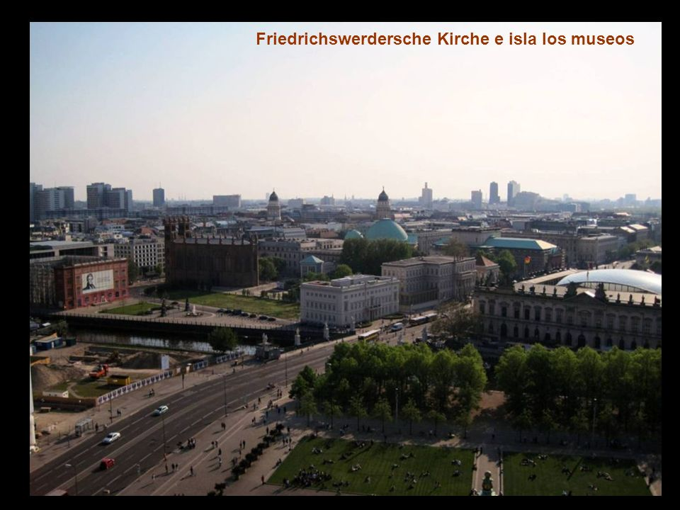 Observando la Friedrichswerdersche Kirche