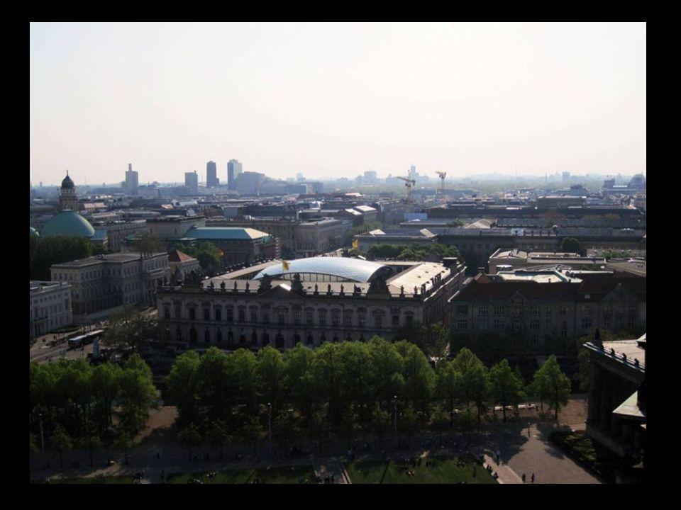 Friedrichswerdersche Kirche e isla los museos