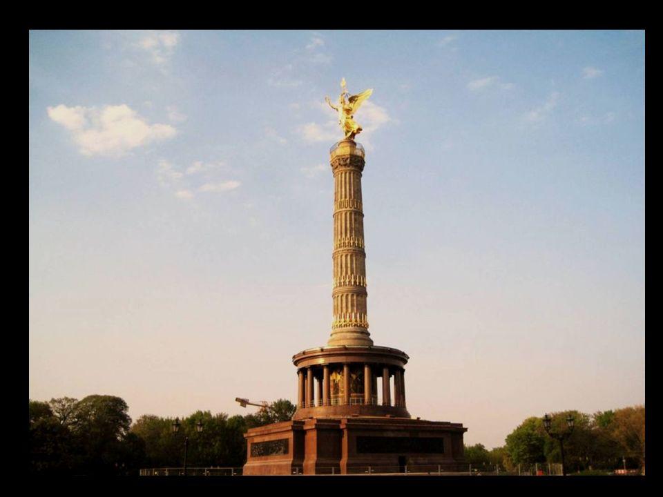 La columna de la victoria, Siegessäule, con la estatua de la diosa Victoria, ofrece desde su plataforma de 63 metros de altura un buen panorama a la ciudad.