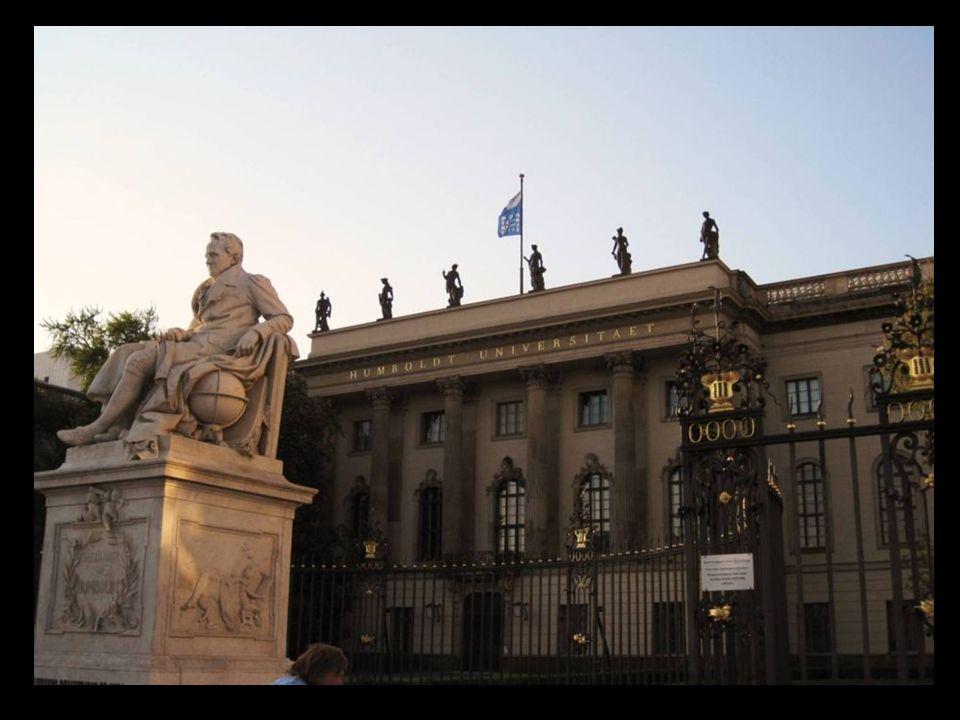 Universidad Humboldt de Berlín es la universidad más antigua de Alemania una institución muy prestigiosa de la que han salido 29 ganadores de premios Nobel e intelectuales tan importantes como Schopenhauer, Albert Einstein o Heinrich Heine