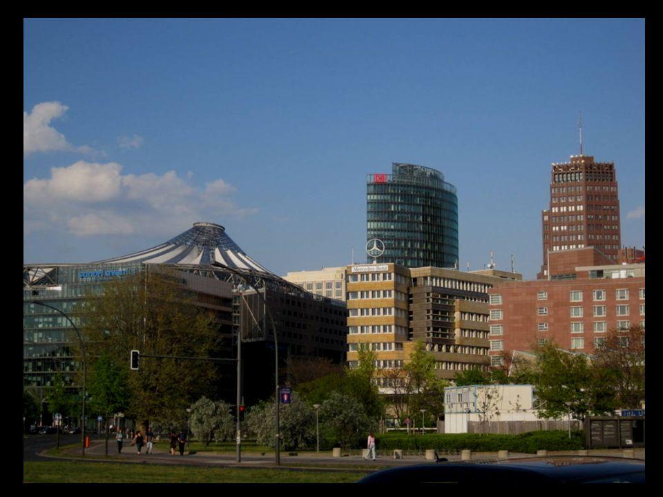 Potsdamer Platz es uno de los lugares más destacados de la ciudad de Berlín.