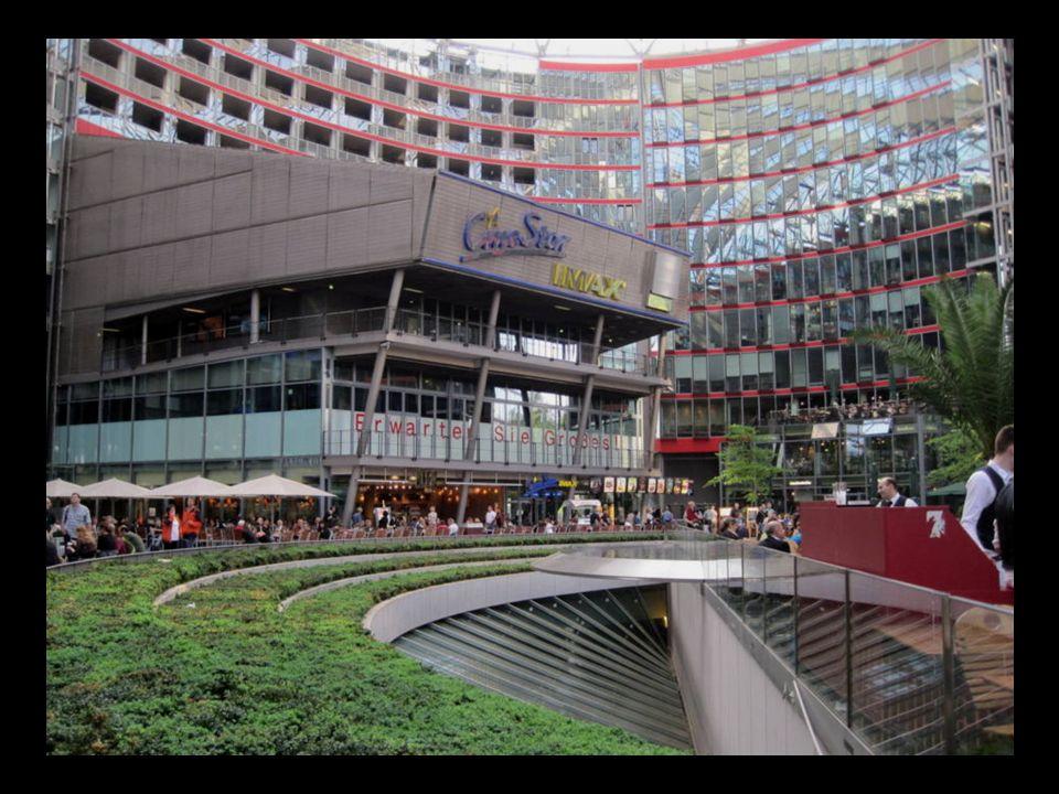 La cúpula del Sony Center, obra de Helmut Jahn, edificio más emblemático de la nueva Potsdamer Platz