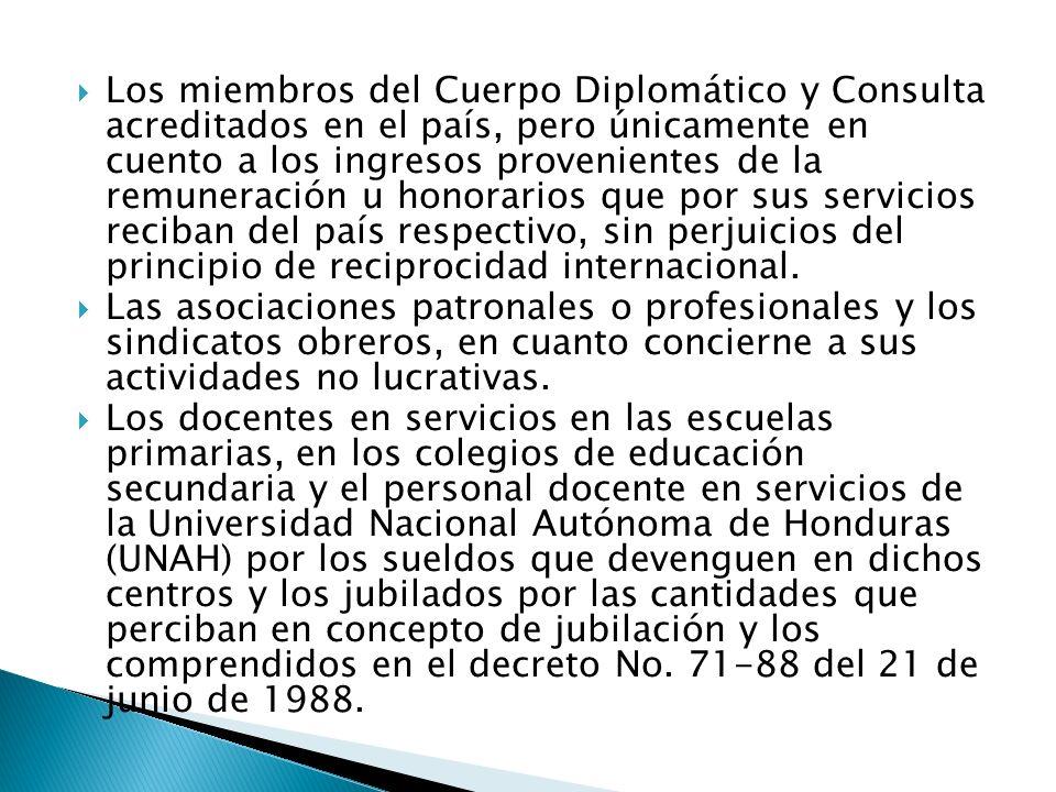 Los miembros del Cuerpo Diplomático y Consulta acreditados en el país, pero únicamente en cuento a los ingresos provenientes de la remuneración u hono
